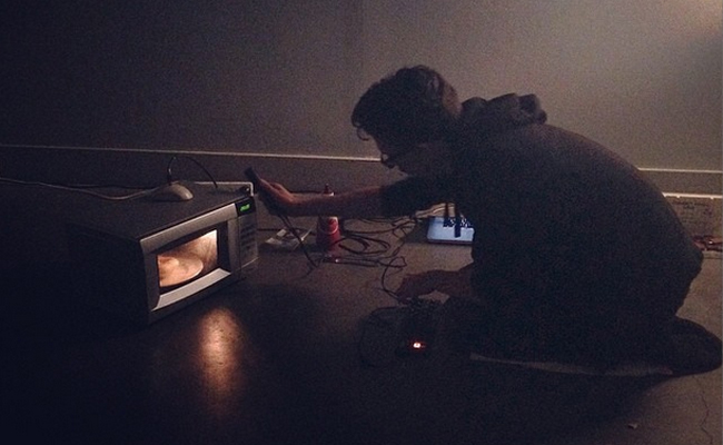 Microwave Drone Ritual live at Constance ARI, Hobart, 2014